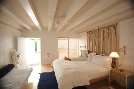 Den lyse, nordiske stil præger alle værelser og suiter og giver dig en pudsig følelse af at være i sommerhus.