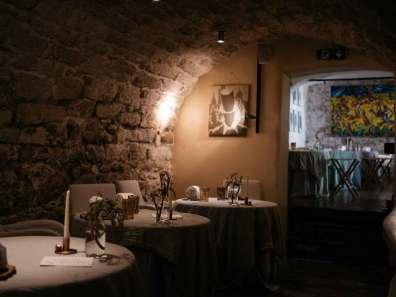 Indenfor skrues der op for intensiteten i restauranten, der går for at være en af Østrigs bedste.