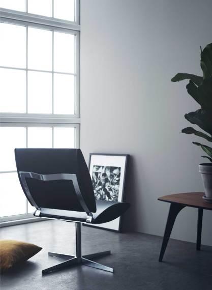 City-stolen til 18.495 kr. fanger selve essensen af lounge – og derudover er den smuk og skøn at sidde i.