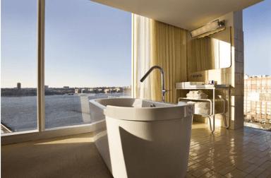 Stort badekar og panoramaudsigt er blot nogle af fordelene ved at booke en Hudson Studio suite på The Standard Hotel