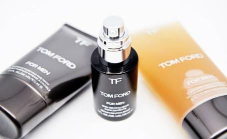Hudplejeserien består af blot otte produkter, som alle findes på Mr. Fords eget badeværelse. Et af disse er Skin Revaitalizing Concentrate – et styrkende serum, som påføres inden ansigtscreme. Pris 990 kr.
