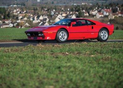 288 GTO har det samme forførende design som storsælgeren 308 GTB, men teknisk er de to Ferrari-modeller vidt forskellige. Idéen var, at 288 GTO skulle indsættes i rally-VM.