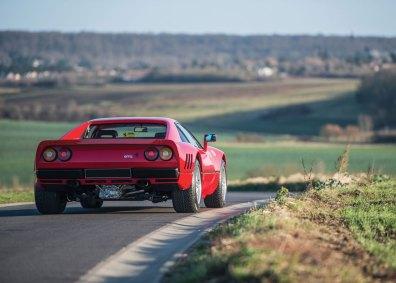 288 GTO blev den første superbil fra Ferrari med turbo, og den 2,8-liters V8'er udviklede imponerende 400 hestekræfter. I dag er Ferrari atter begyndt at anvende turboladning.