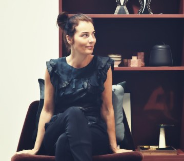 Birgit Tarp er indehaver af Design Circus, hvor hun til daglig arbejder med sin store passioner, design og indretning.