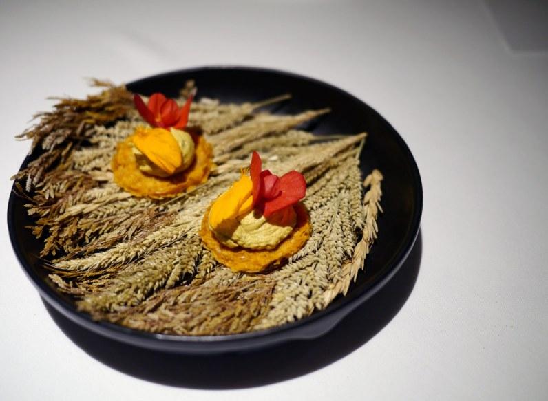 Den indisk inspirerede restaurant Gaggan har taget over som Asiens bedste og serverer forrygende mad, der udfordrer – her en 'fois gras' af gedehjerne!