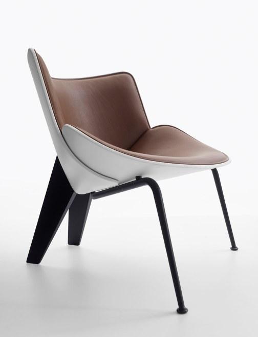 Do-Maru-stolen fra B&B Italia er opkaldt efter de japanske samuraiers kamprustning og har en smuk organisk form.