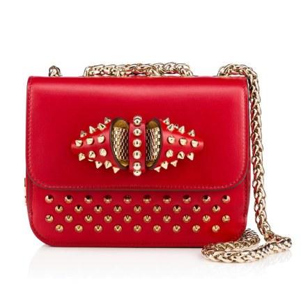 Rå og yndig på samme tid. Denne clutch i blødt, rødt læder kan rumme lige præcis dét, du har brug for til en festlig aften. Christian Louboutin Sweet Charity Baby Chain Bag, 11.000 kr.
