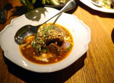 Restaurantens lokale karryret fik naturligvis hurtigt navnet Curry Nahm Nahm