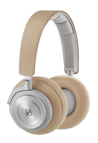 Stilfulde over-ear-hovedtelefoner med Bluetooth og touch control, som giver den berømte B&O-lyd helt uden ledning. Tag hovedtelefonerne på, skru op, og nyd den kraftfulde og autentiske lyd. BeoPlay H7 hovedtelefoner, neutral, 2.999 kr.
