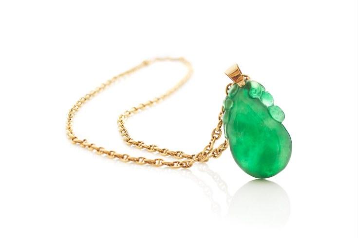 Et smaragdgrønt jadevedhæng, som tilhører Prins Henrik