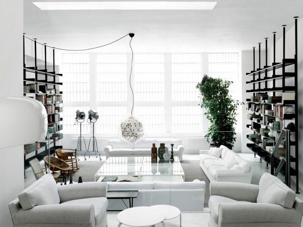 De Padovas nye og 1.100 kvadratmeter store showroom ligger i hjertet af Milano på Via Santa Cecilia. De minimalistiske og lyse lokaler, som tidligere var Dolce & Gabbanas systue, er naturligvis designet af Piero Lissoni selv.