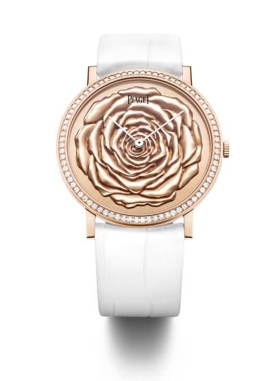 """Piagets signaturblomst er en rose – og derfor udgør rosen også motiv for smykker, """"fine jewellery""""-smykker, unikasmykker og ure. Her ses kreationer af 18 karat pink guld med diamanter i forskellige prisklasser"""