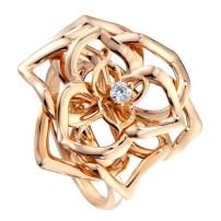 Picchiottis Rose Broche; det første smykke fremstillet af det italienske smykkefirma i 1967, som blev genskabt til firmaets 50 års-jubilæum i 2017. Af 18 karat hvidguld med mere end 400 brillanter på bladene – på stilken baguetteslebne diamanter