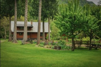 Mckay Creek Chalet and Cabin 6