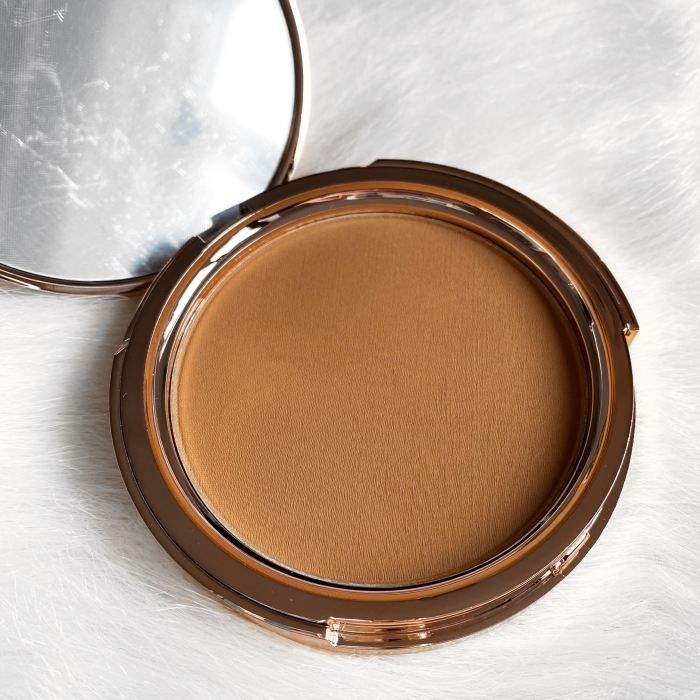 Jolie Beauty Bronzer in the shade Latte