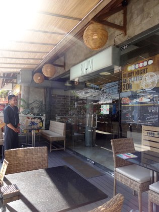 angela-asia-bali-luxury-travel-blog-best-sushi-train-in-seminyak-sushimi-6