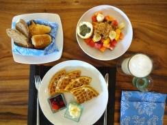 angela-luxury-travel-blog-bali-seminyak-villa-close-to-beach-lata-liana-best-breakfast-1