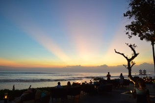 best-bar-sunset-session-on-the-beach-alila-seminyak-bali-angela-carson-luxury-bucket-list-1
