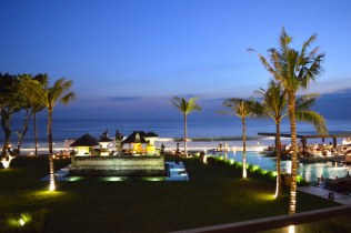 best-bar-sunset-session-on-the-beach-alila-seminyak-bali-angela-carson-luxury-bucket-list-11