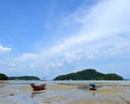 crowne-plaza-phuket-panwa-beach-video-tour-review-expat-angela-asia-luxury-travel-vlogger-2