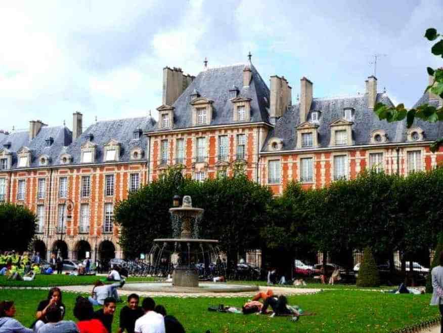 Place des Vosges - Luxury Columnist