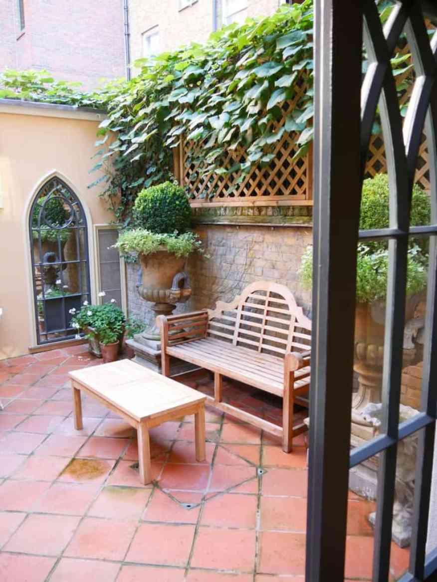 Batty Langley's courtyard