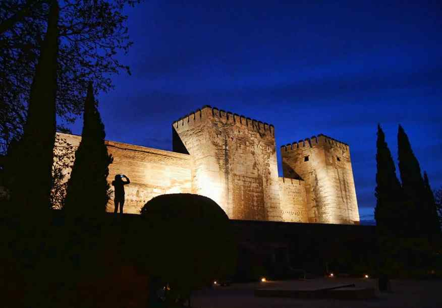 alhambra_granada_night