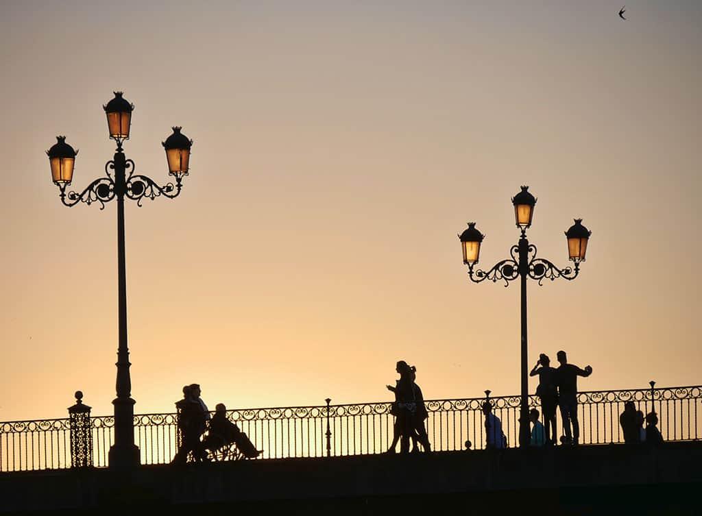 Seville_Tiana_bridge_silhouettes