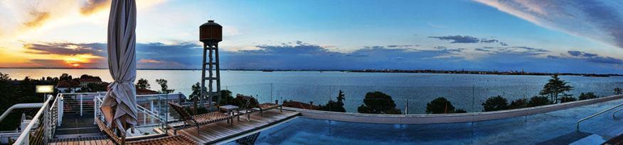 jw_marriott_venice_rooftop_pool_sunset
