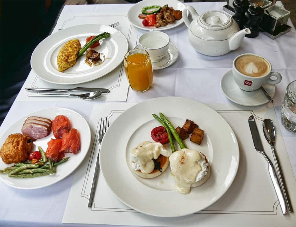 oriental_residence_breakfast