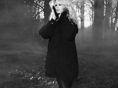 Claudia-Schiffer-Cashmere5