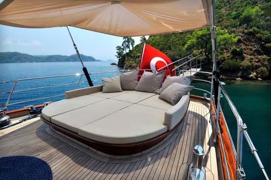 james_bond_superyacht_regina_from_skyfall_3