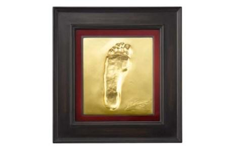 leo-messi-golden-foot-plate