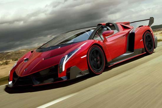 With a maximum output of 552 kW / 750 hp, the Veneno Roadster accelerates from 0 to 100 km/h in just 2.9 seconds and top speed stands at 355 km/h.