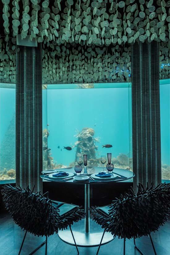 subsix-first-underwater-nightclub-02