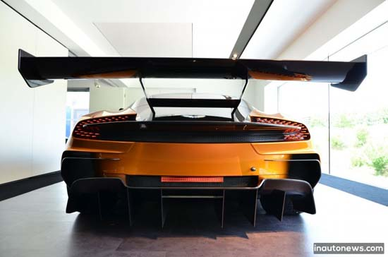 Aston-Martin-Vulcan-Orange-Nurburgring-004