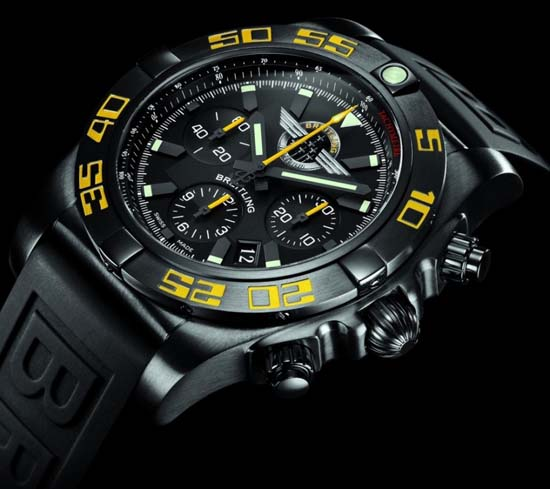 Breitling-Chronomat-44-Blacksteel-Jet-Team-American-Tour-angleview