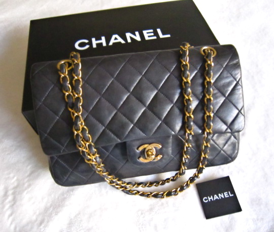 dc116531672fa7 Chanel Black Quilted Lambskin Classic Medium 2.55 Double Flap Purse