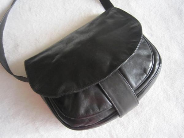 Vera Pelle Saumur Black Leather Crossbody Bag