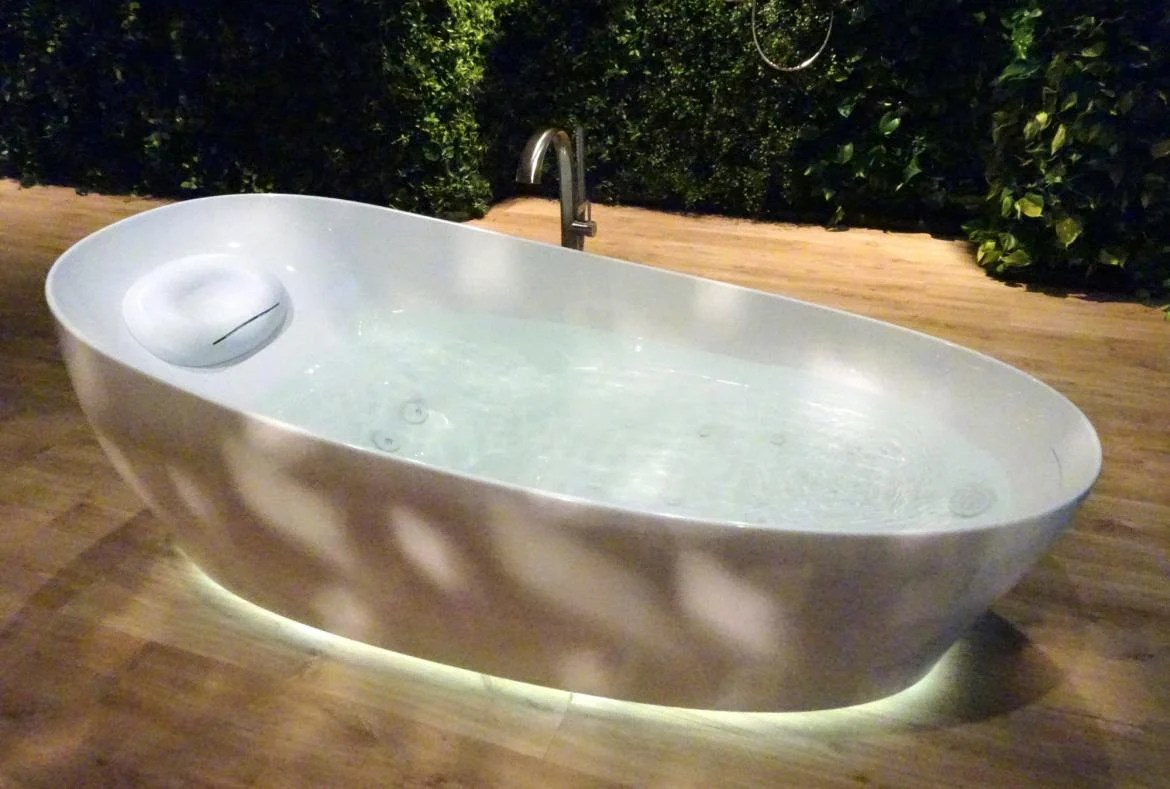 This Bathtub From Toto Will Let You Experience Floating on Water