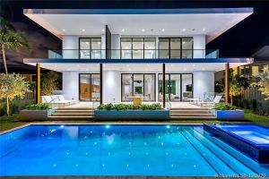Featured Neighborhood - Biscayne Point