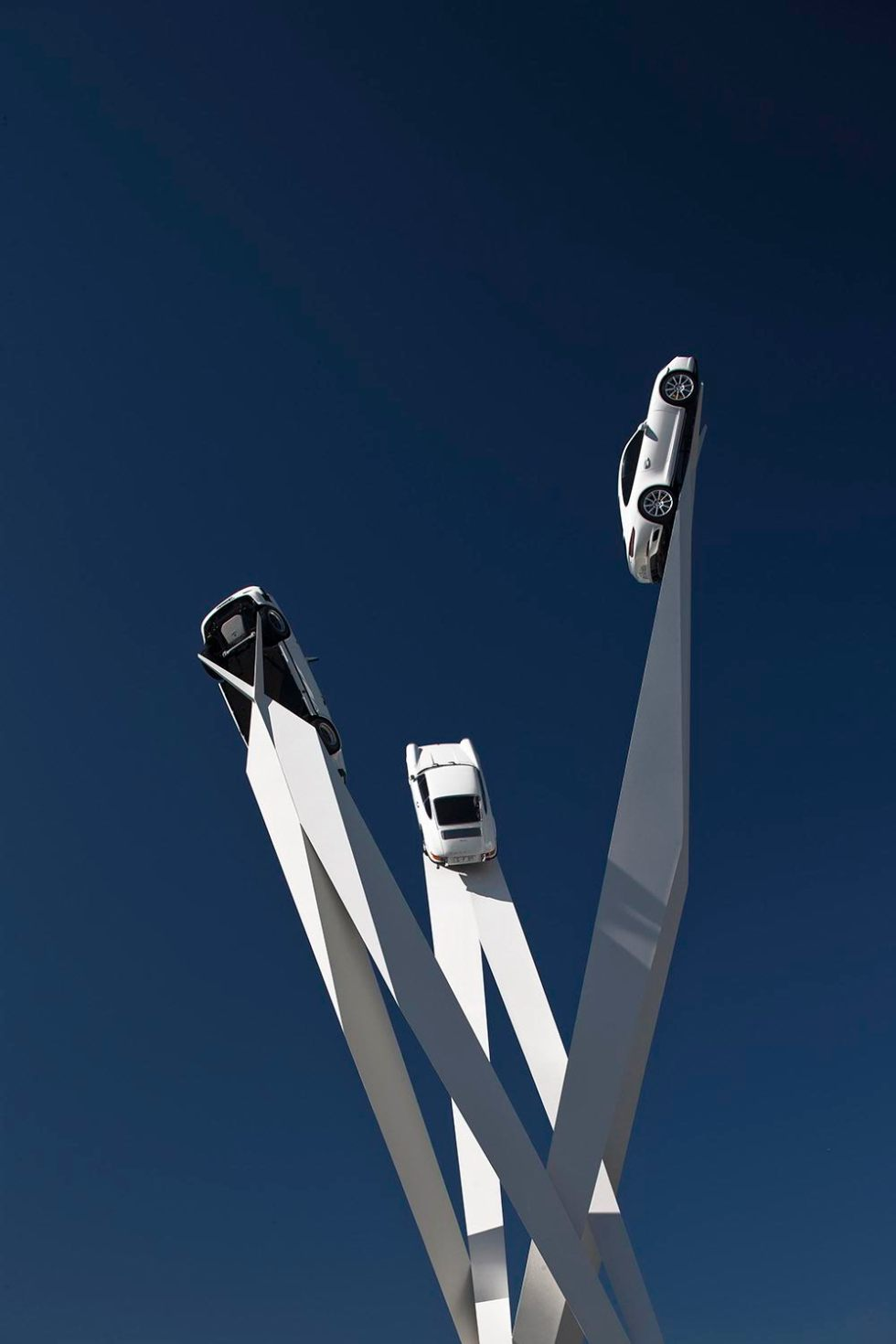 Amazing  Sculpture To Celebrate The Porsche 911