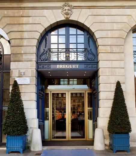 Musée Breguet - Véritable hommage aux attributs de la maison horlogère, la couleur des murs de verre s'inspirera des cadrans en or argenté, tandis que la gravure du verre reprendra le traditionnel guillochage Breguet en clous de Paris.
