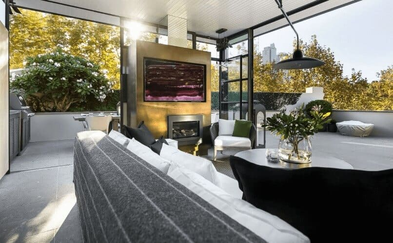Sydney Airbnb - Airbnb Luxe outdoor entertaining area for Luxury Accommodation Sydney - Luxury Travel Hacks