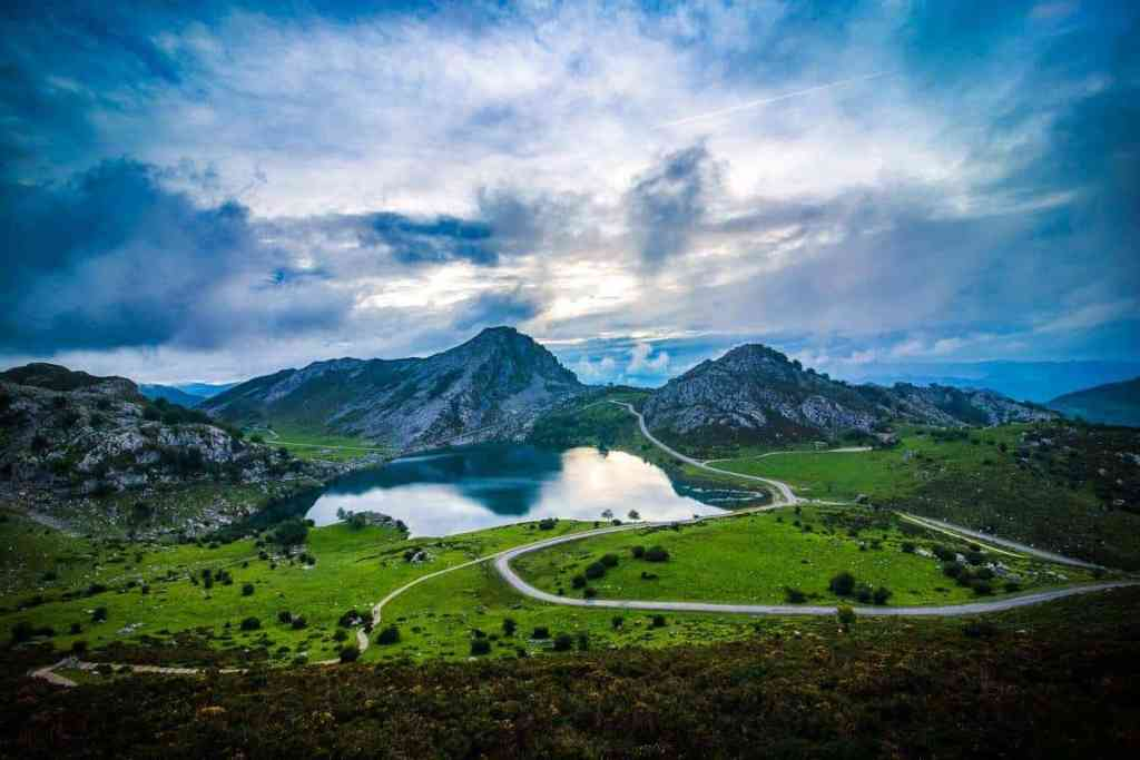 Lagos de Covadonga in Asturias Spain - Spain Road Trip - Luxury Travel Hacks