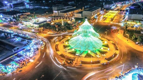Biggest Christmas tree - BEST PLACES TO SPEND CHRISTMAS IN VIETNAM