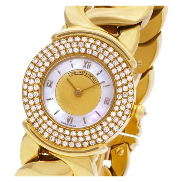 Van Cleef & Arpels Classic 122671 18k Mother Of Pearl dial 24.5mm Quartz watch
