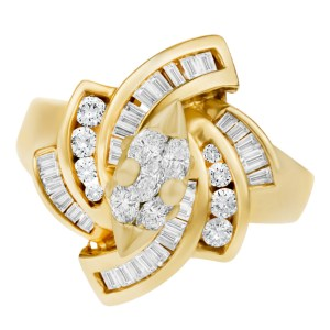 Fascinating diamond ring in 14k yellow gold. 1.50 carats in diamonds. Size 7.75