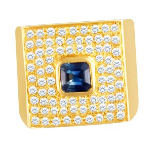 Stunning pave diamond ring in 18k  yellow gold with center sapphire. Size 4.5