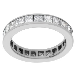 Diamond eternity band in 14k white gold